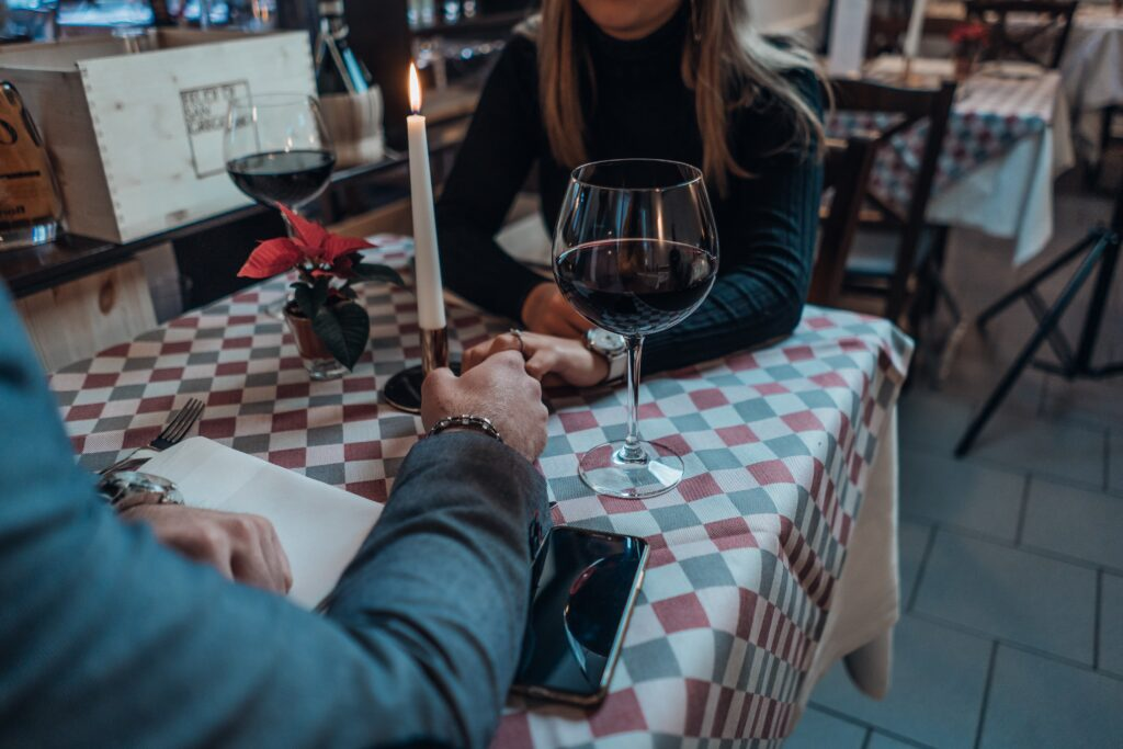 The Pros and Cons of Speed Dating